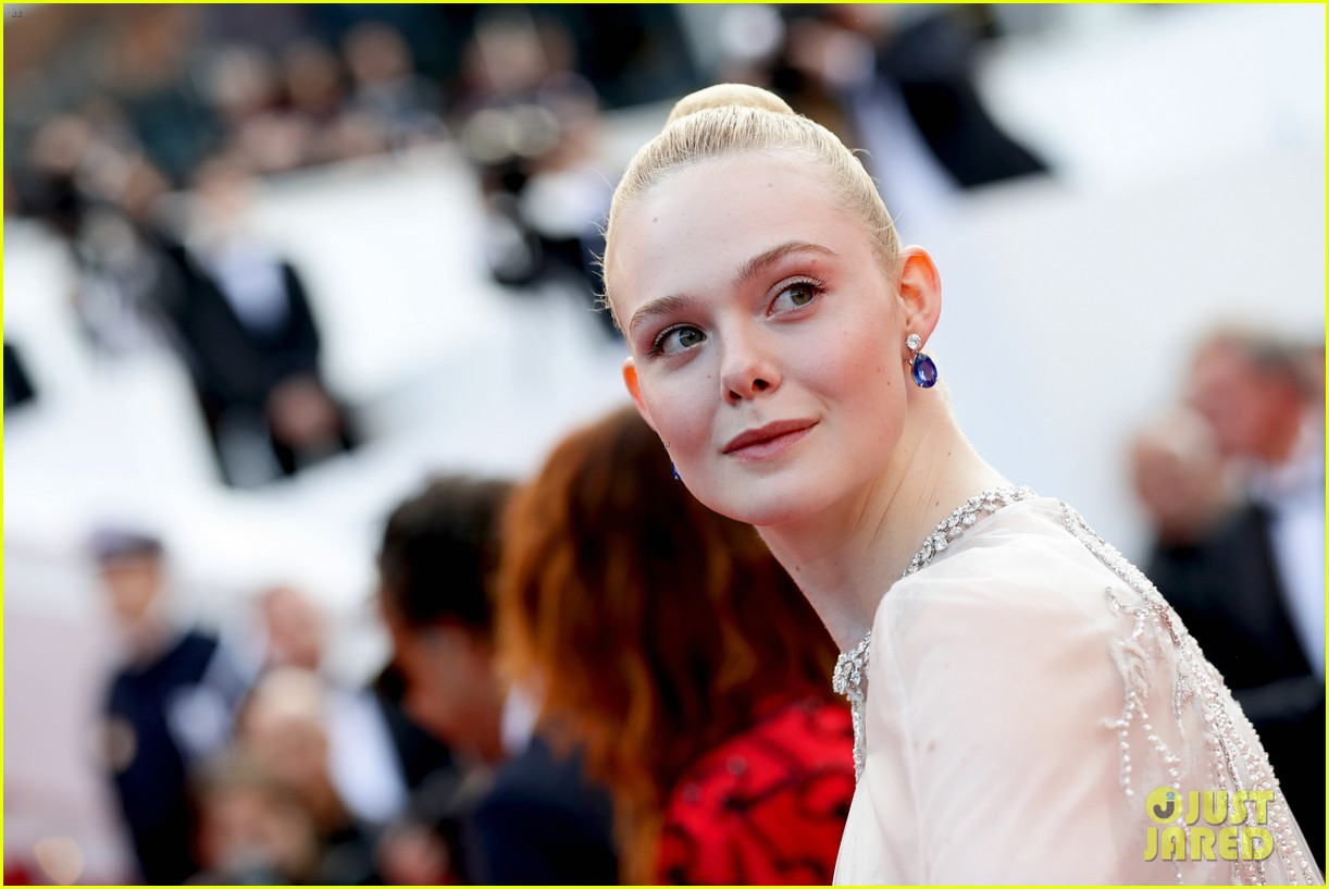 elle fanning cannes film festival closing ceremony 14