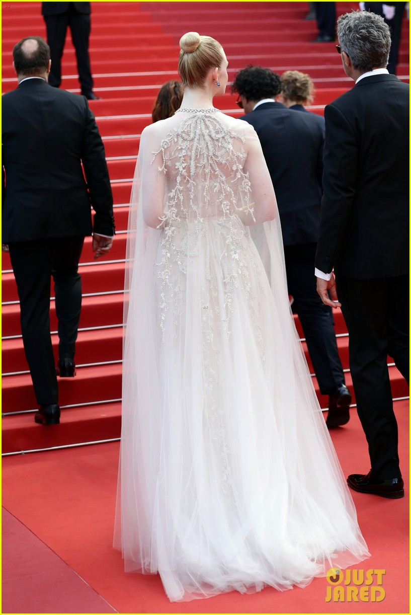 elle fanning cannes film festival closing ceremony 15