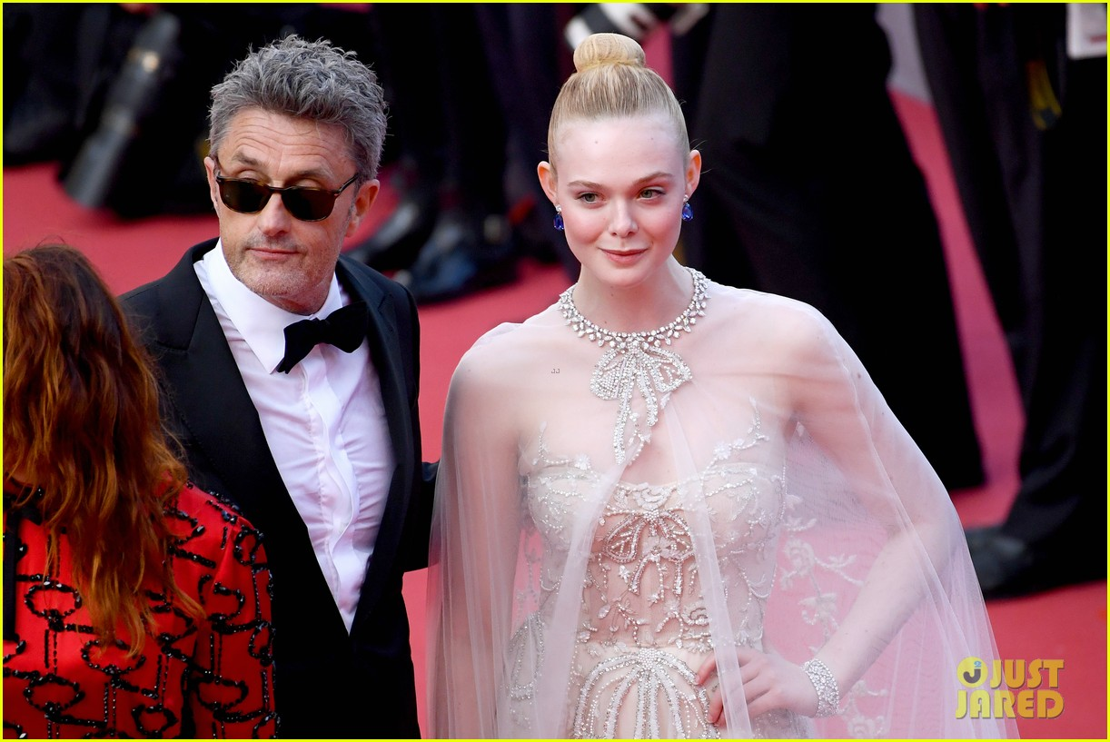 elle fanning cannes film festival closing ceremony 16