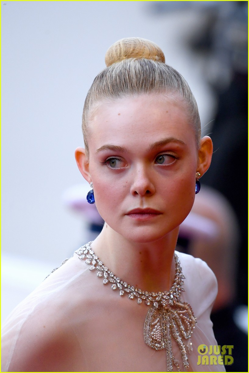 elle fanning cannes film festival closing ceremony 17