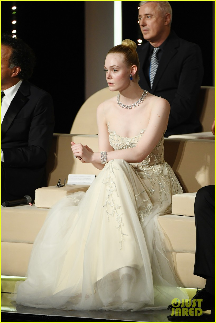 elle fanning cannes film festival closing ceremony 24