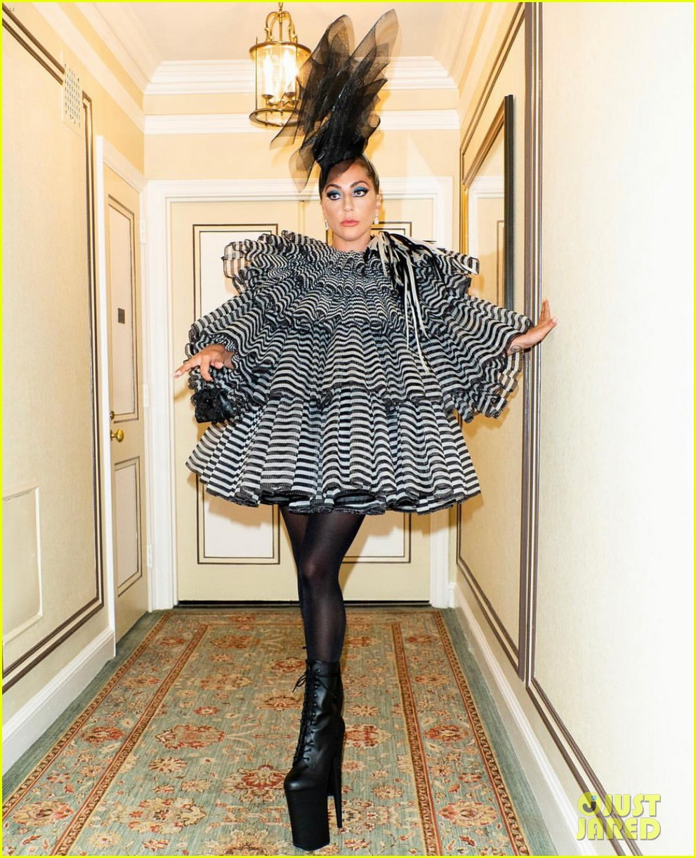 lady gaga wows for anna wintour pre met gala dinner 01