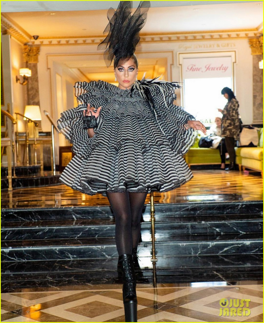 lady gaga wows for anna wintour pre met gala dinner 05
