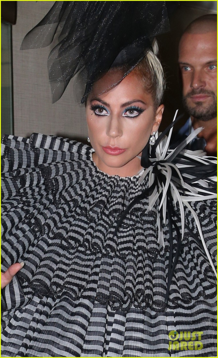 lady gaga wows for anna wintour pre met gala dinner 07
