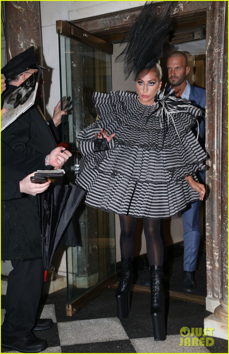 lady gaga wows for anna wintour pre met gala dinner 10