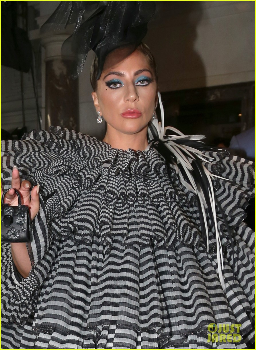 lady gaga wows for anna wintour pre met gala dinner 11