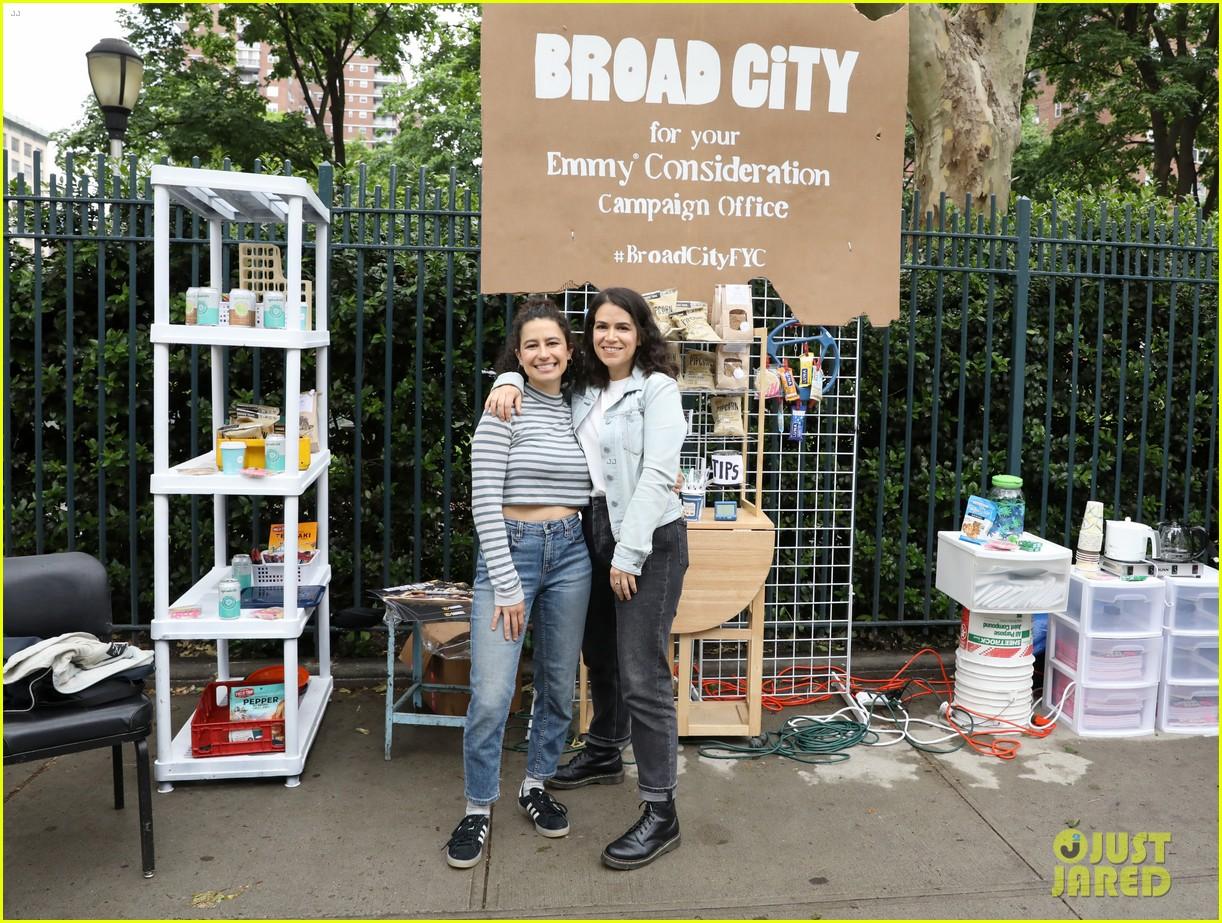 ilana glazer abbi jacobson bring shework to life to promote broad city 094299852