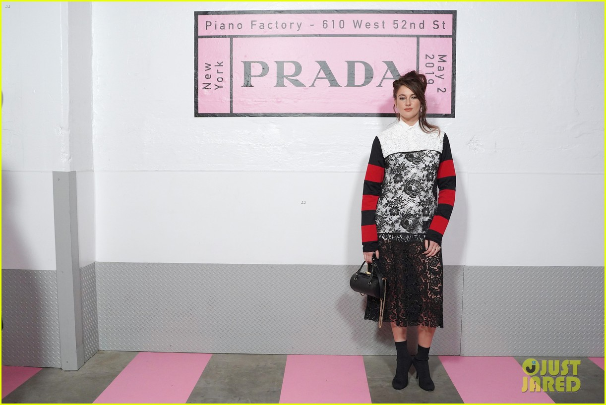 shailene woodley hailee steinfeld elle fanning attend prada resort 2020 fashion show 014282526