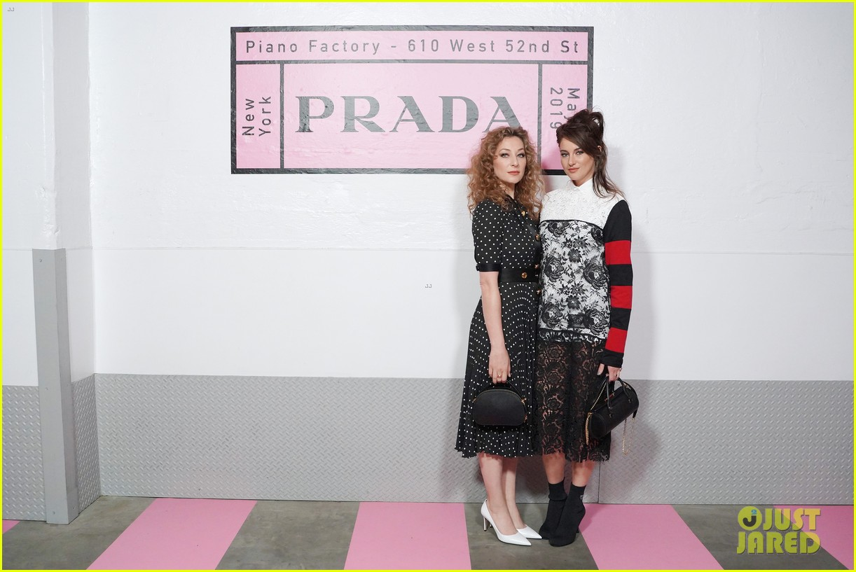 shailene woodley hailee steinfeld elle fanning attend prada resort 2020 fashion show 124282537