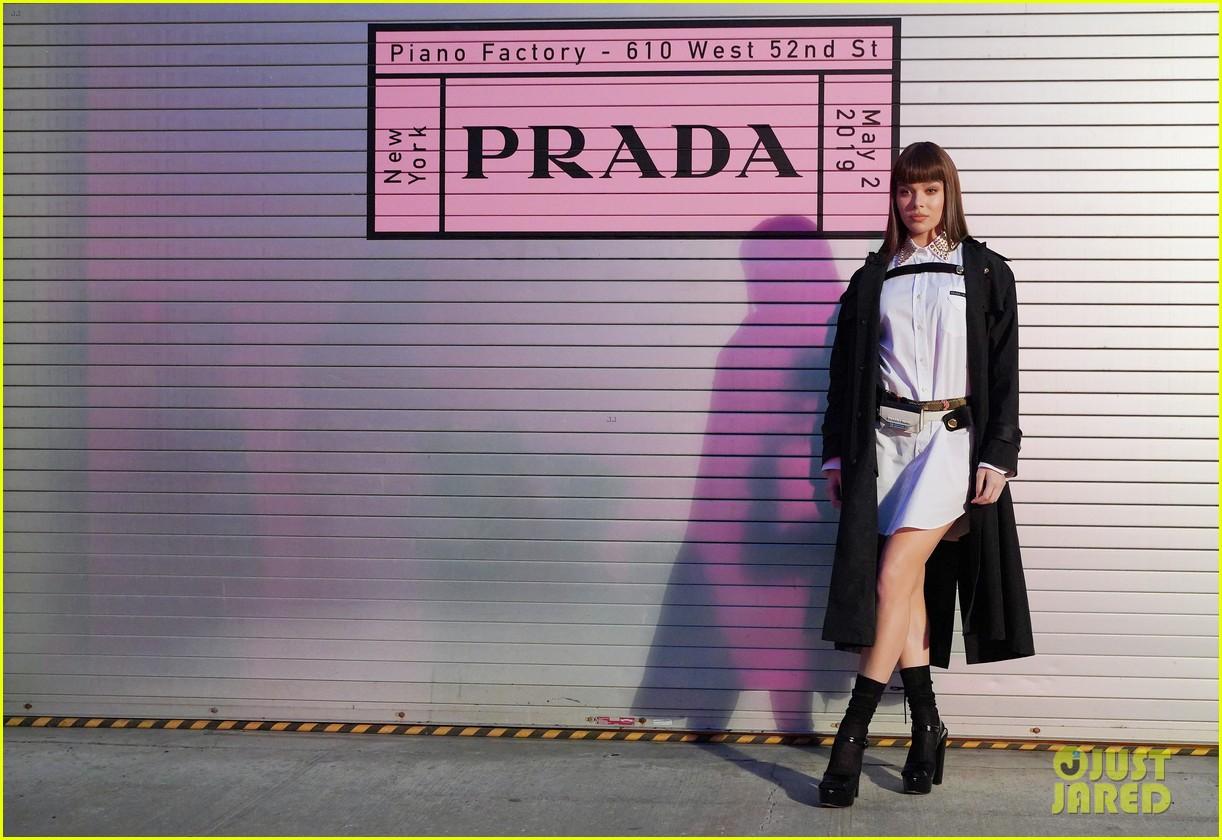 shailene woodley hailee steinfeld elle fanning attend prada resort 2020 fashion show 134282538