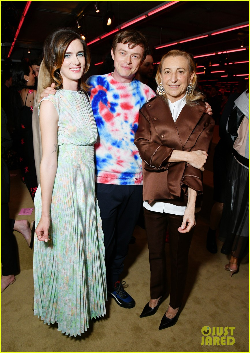 shailene woodley hailee steinfeld elle fanning attend prada resort 2020 fashion show 194282544