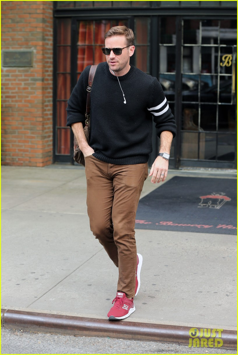 armie hammer steps out to run errands in nyc 01