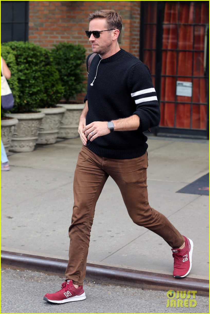 armie hammer steps out to run errands in nyc 03