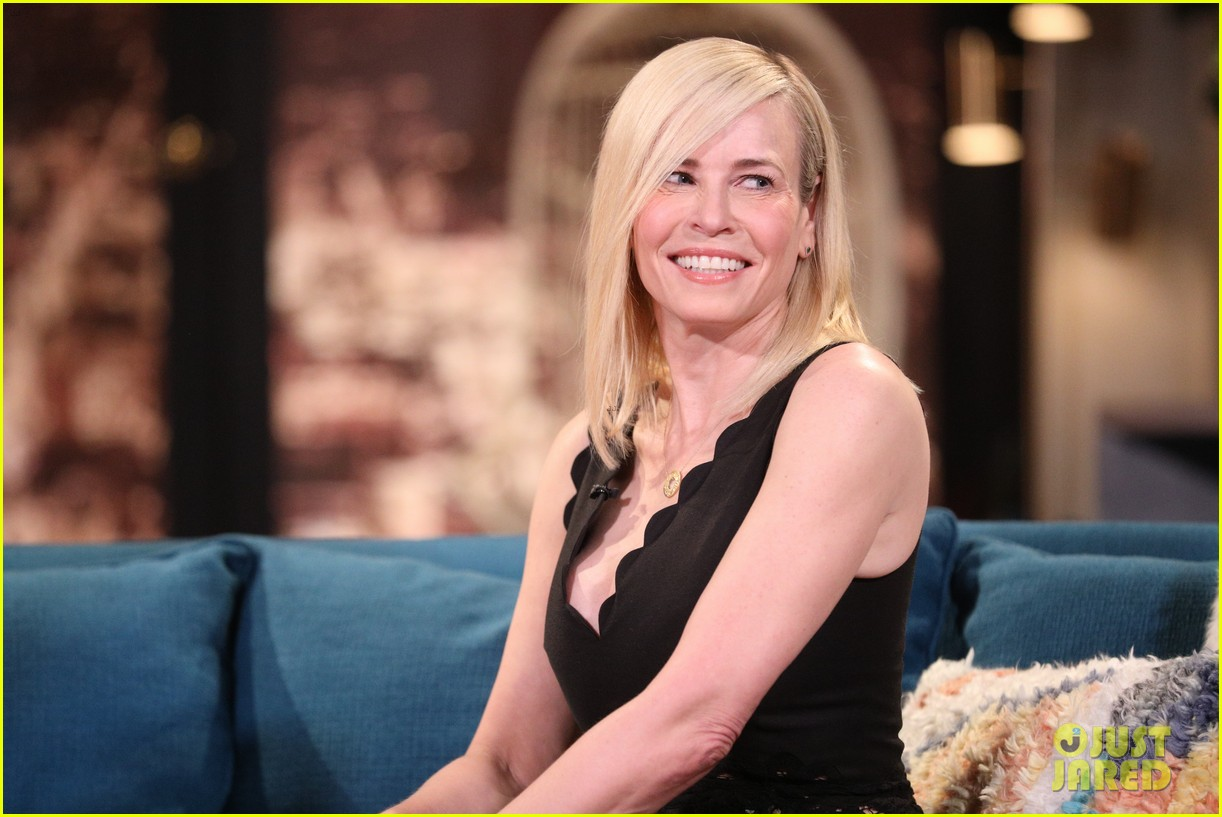 chelsea handler says she will go back to television on busy tonight 034291673