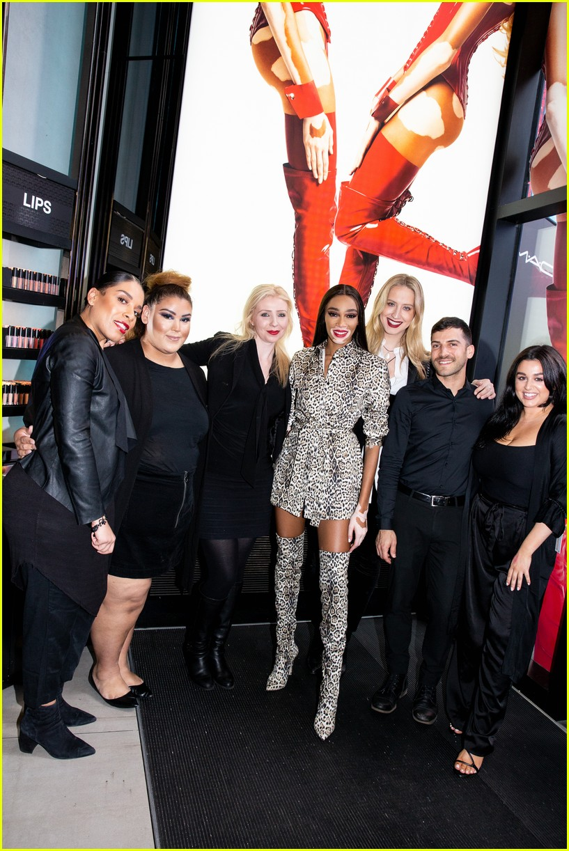 winnie harlow surprises employees at mac store 01