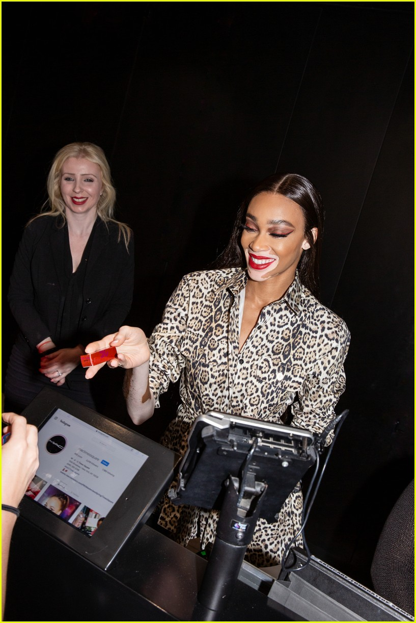 winnie harlow surprises employees at mac store 04