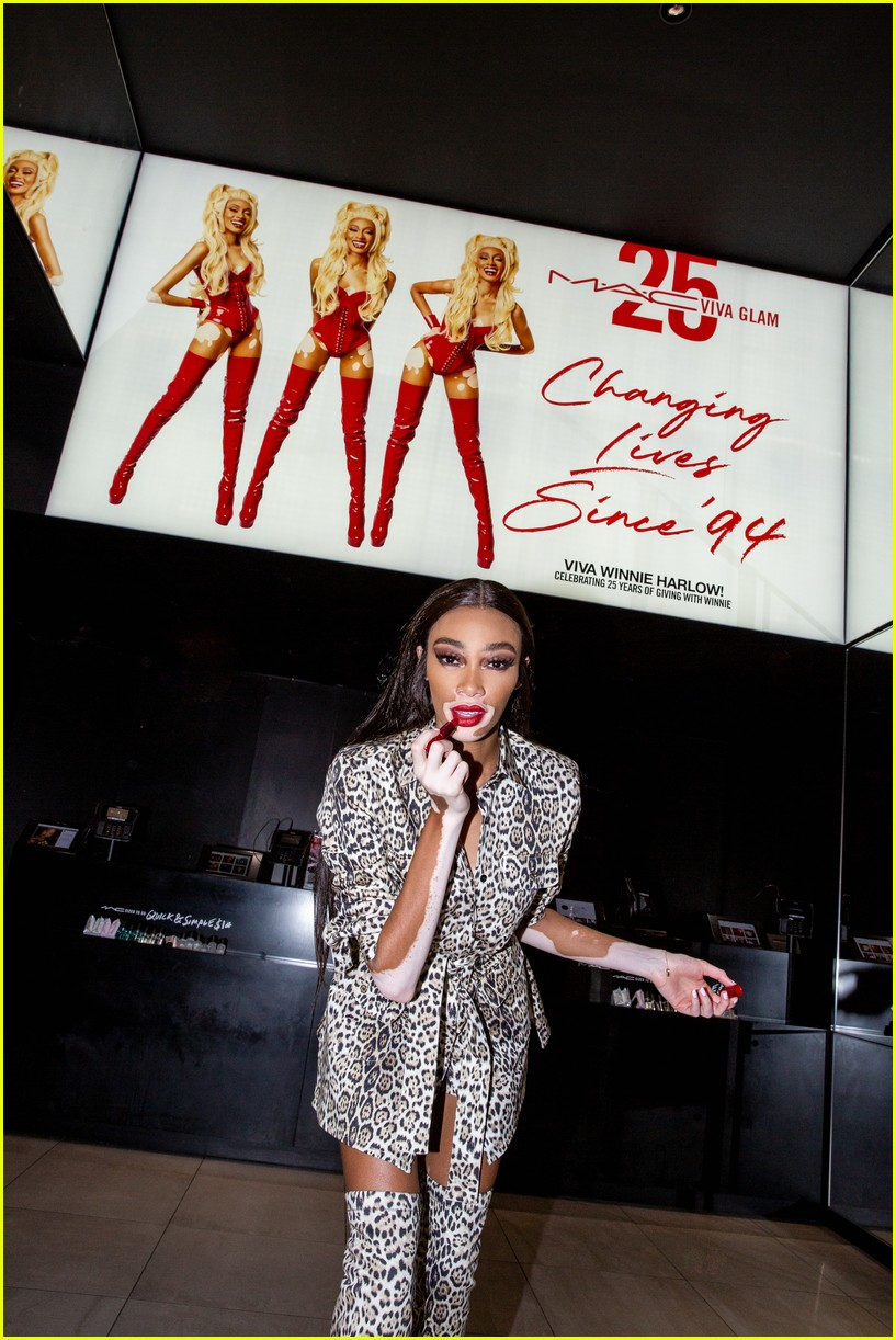 winnie harlow surprises employees at mac store 06