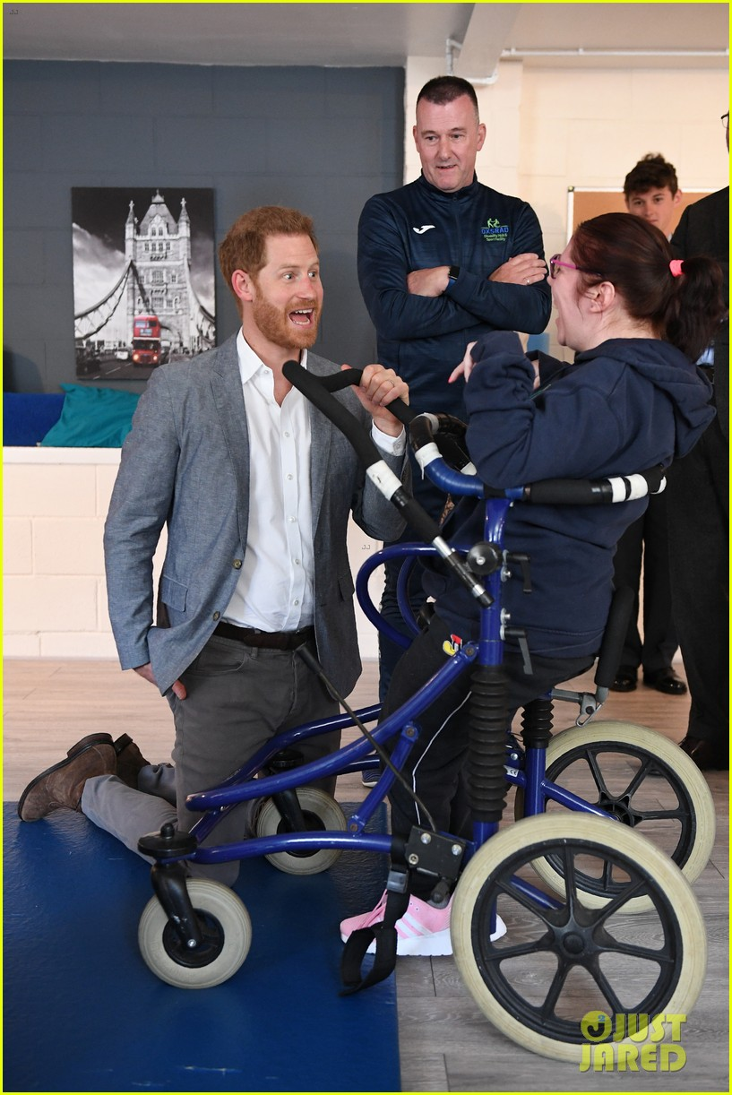 prince harry says he already cant imagine life without son archie 02