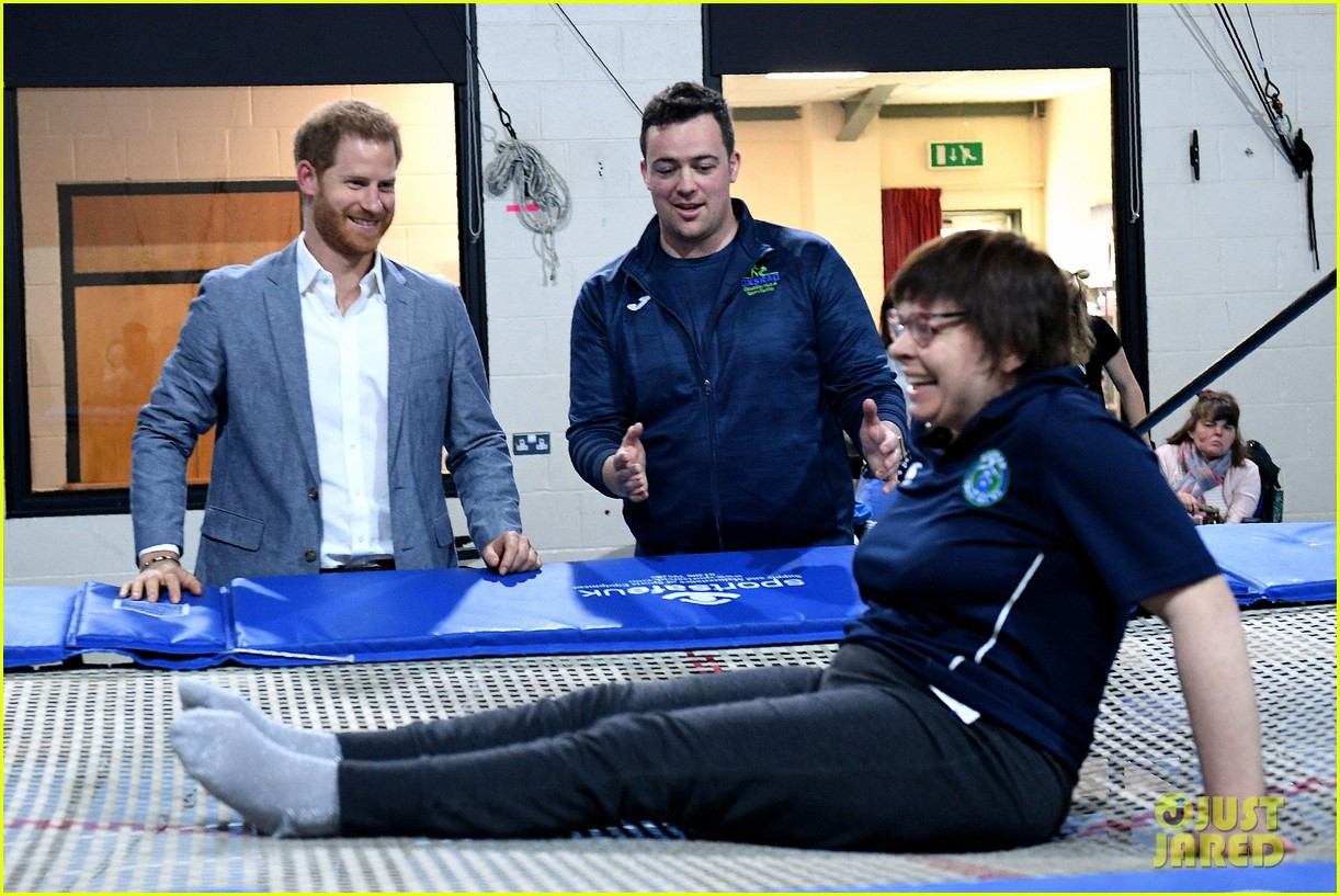 prince harry says he already cant imagine life without son archie 04