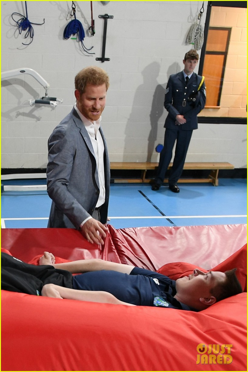prince harry says he already cant imagine life without son archie 05