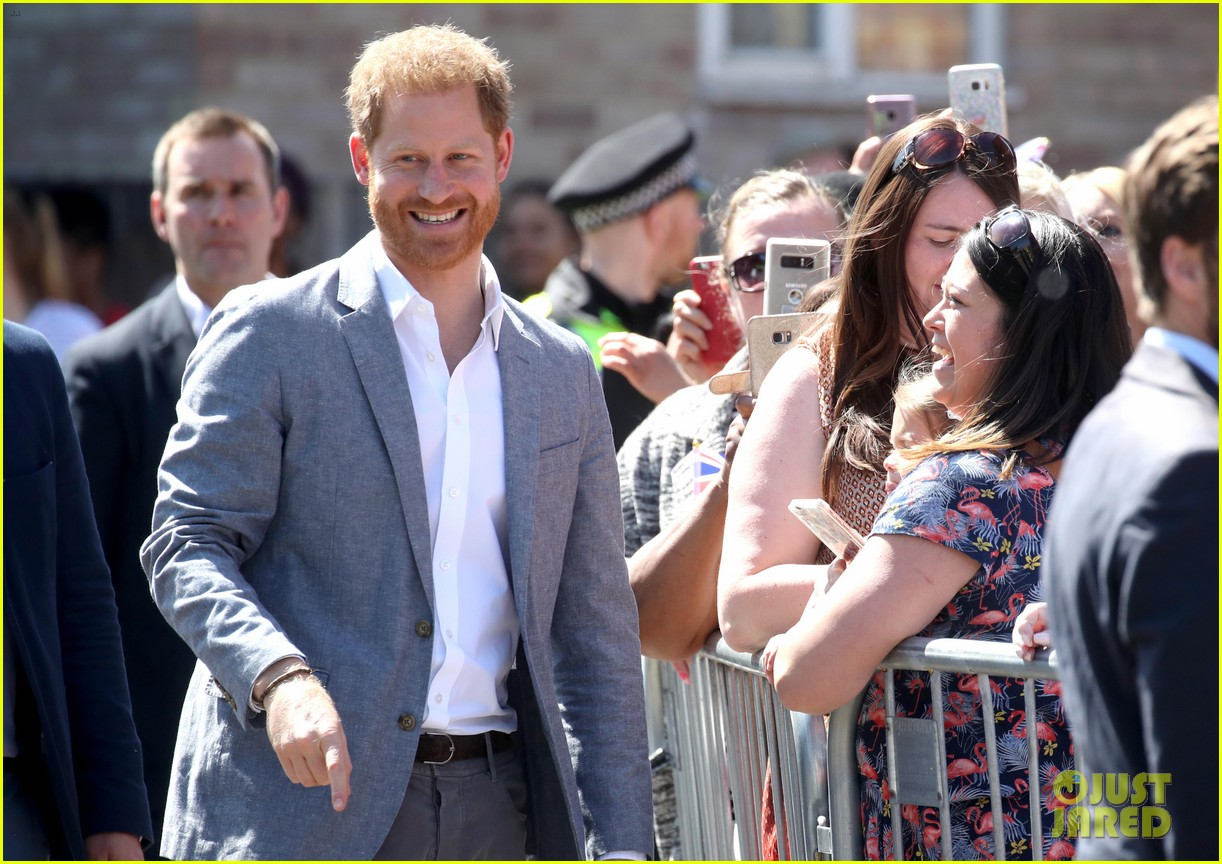prince harry says he already cant imagine life without son archie 09