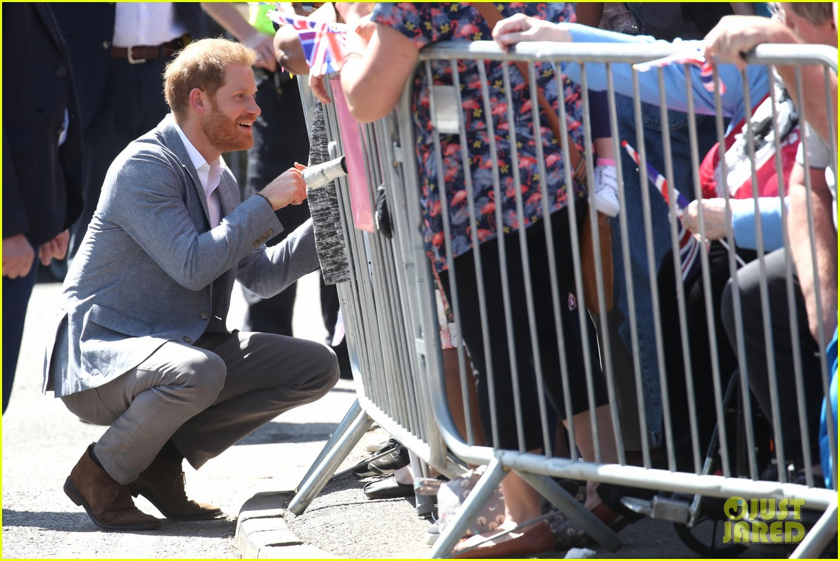 prince harry says he already cant imagine life without son archie 13
