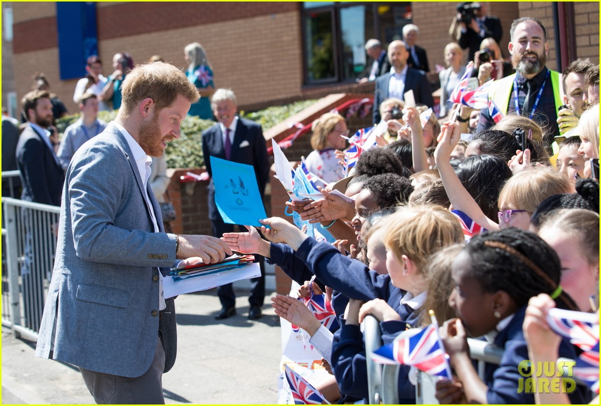 prince harry says he already cant imagine life without son archie 17