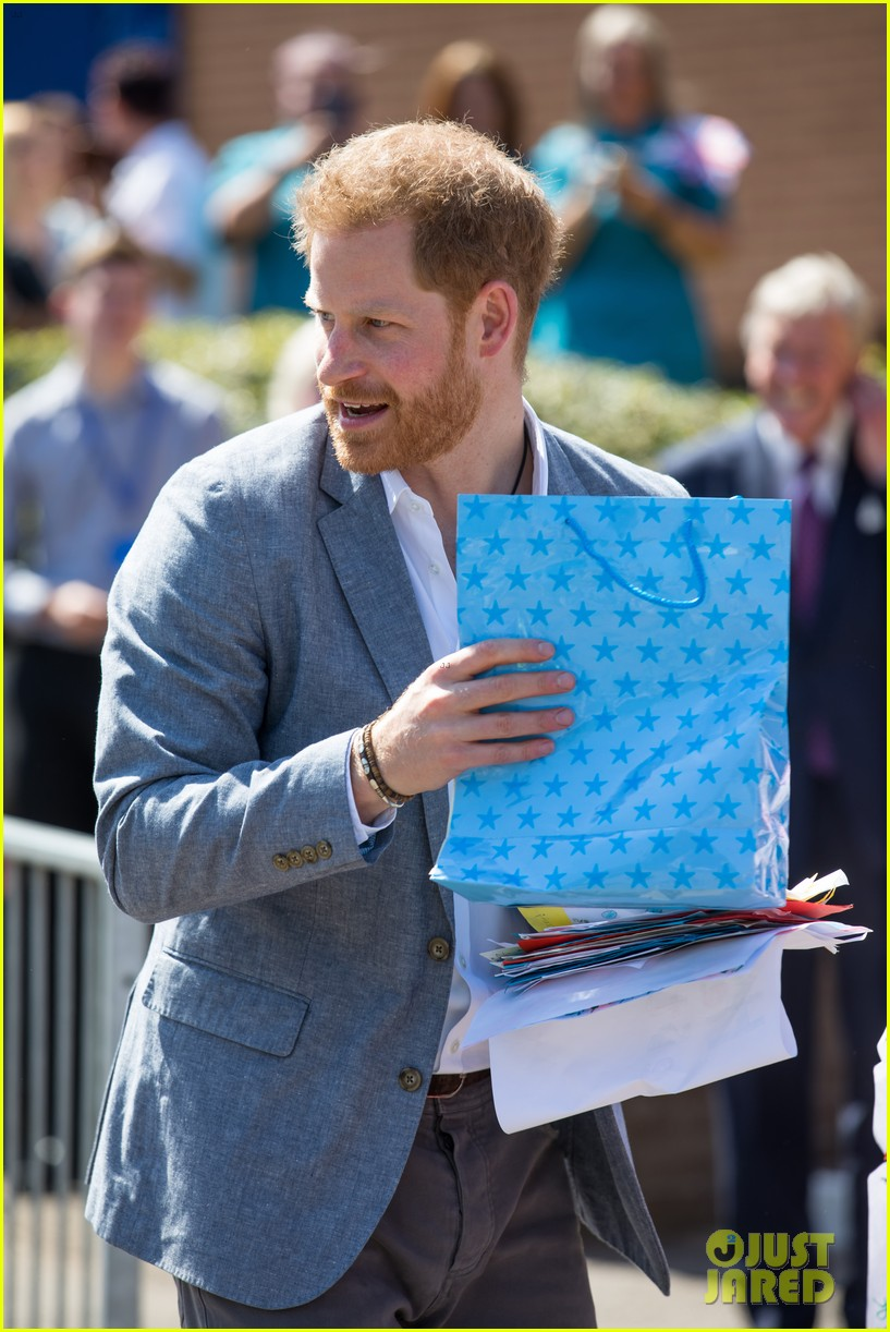 prince harry says he already cant imagine life without son archie 22