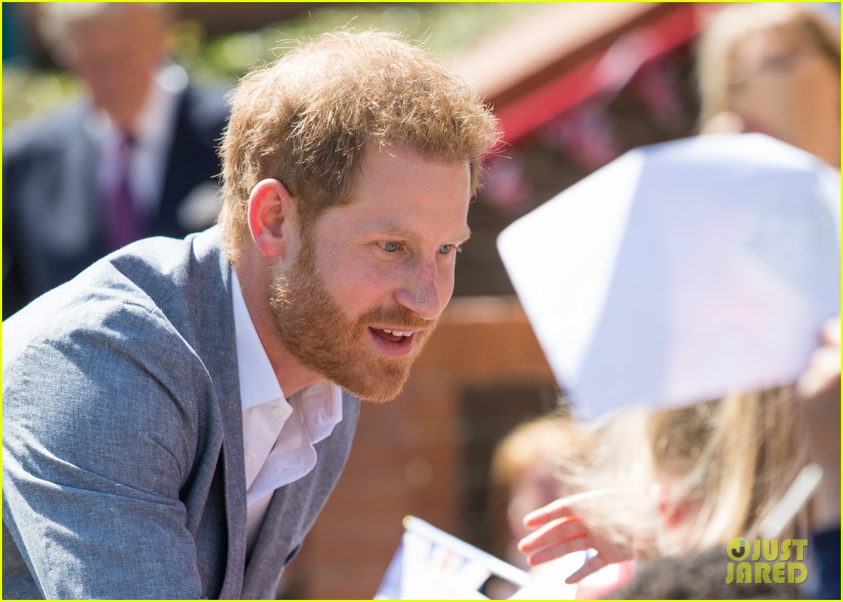 prince harry says he already cant imagine life without son archie 24