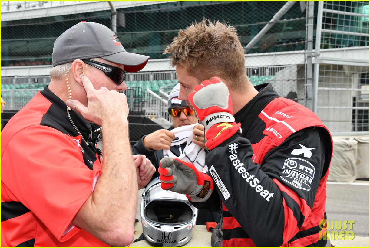 justin hartley serves as honorary starter at indycar grand prix 14