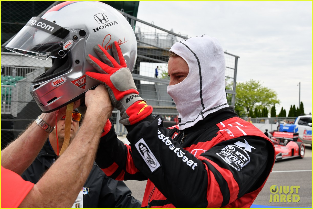 justin hartley serves as honorary starter at indycar grand prix 15