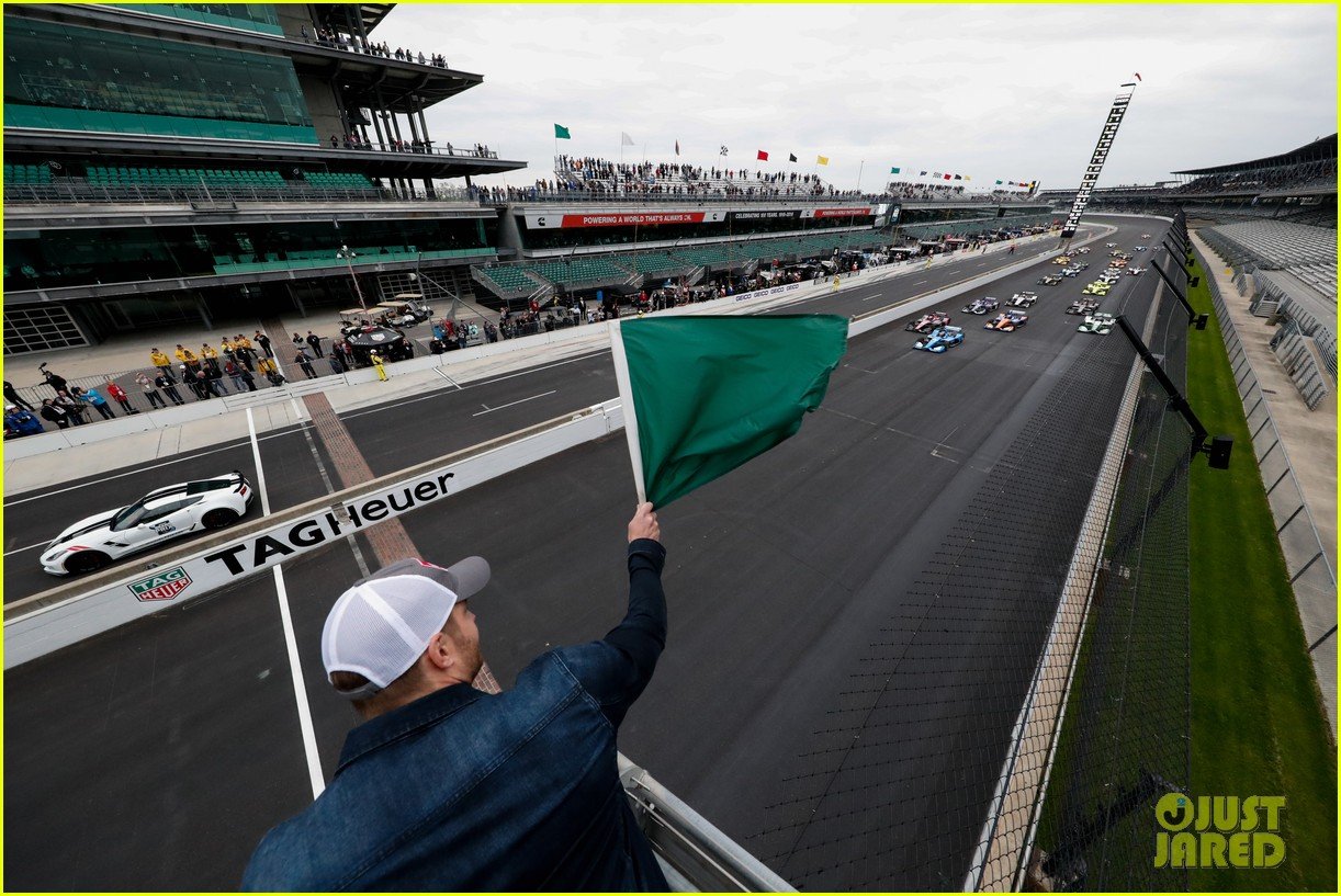 justin hartley serves as honorary starter at indycar grand prix 23