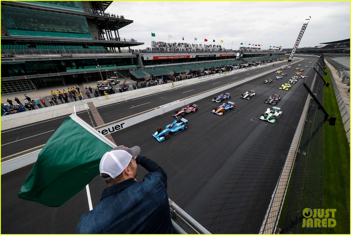 justin hartley serves as honorary starter at indycar grand prix 24