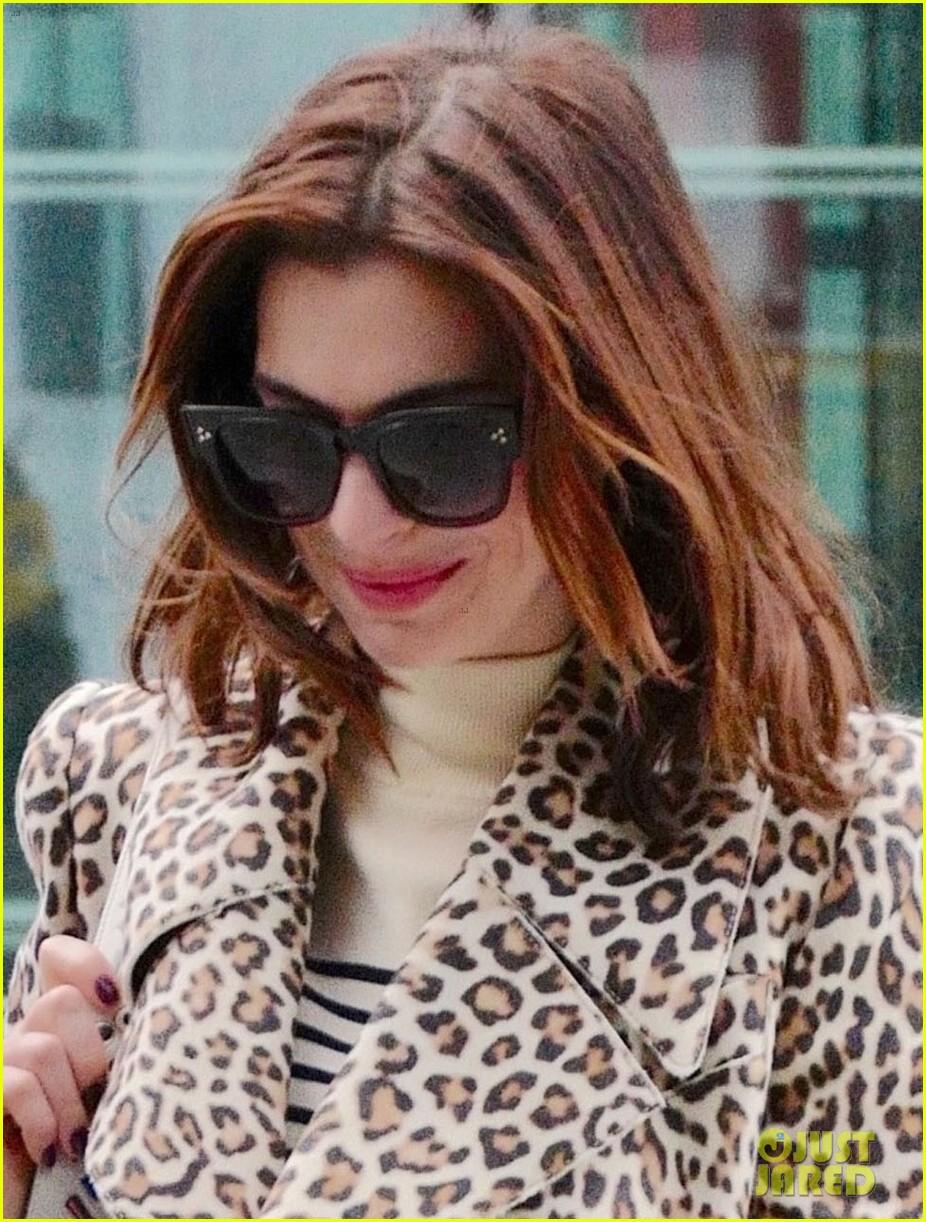 anne hathaway leopard coat london 02