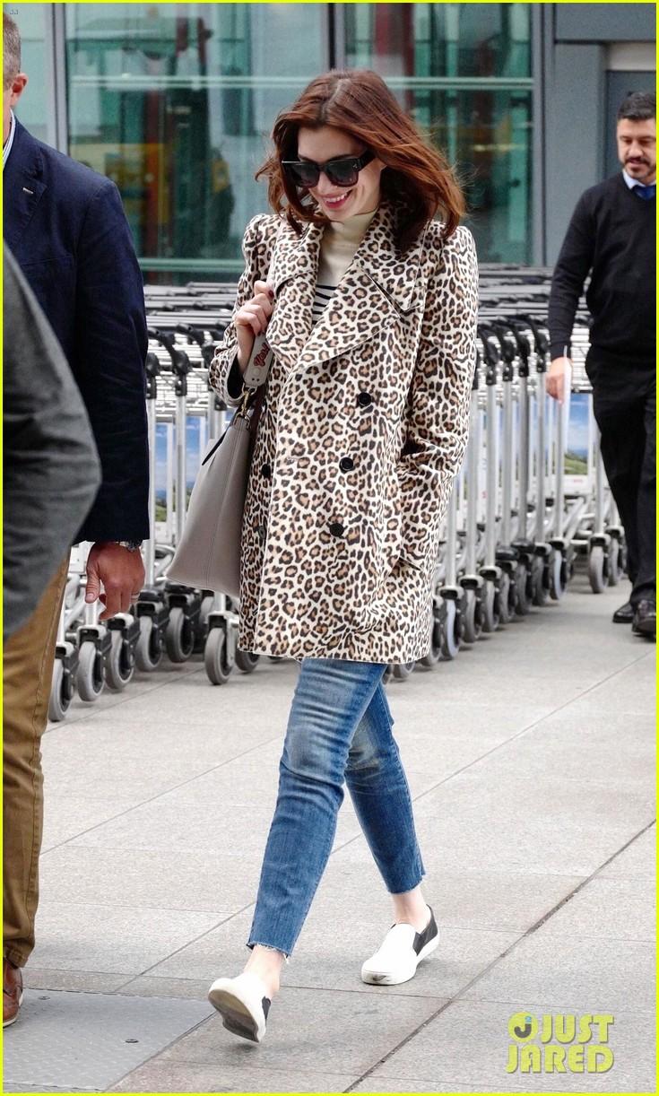anne hathaway leopard coat london 03