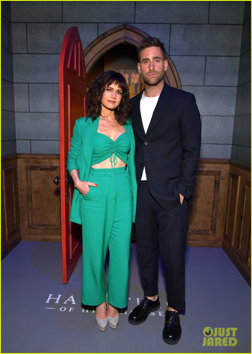 Carla Gugino Elizabeth Reaser Step Out For The Haunting Of Hill House Netflix Event Photo 4296651 Carla Gugino Elizabeth Reaser Henry Thomas Kate Siegel Oliver Jackson Cohen Timothy Hutton Victoria Pedretti