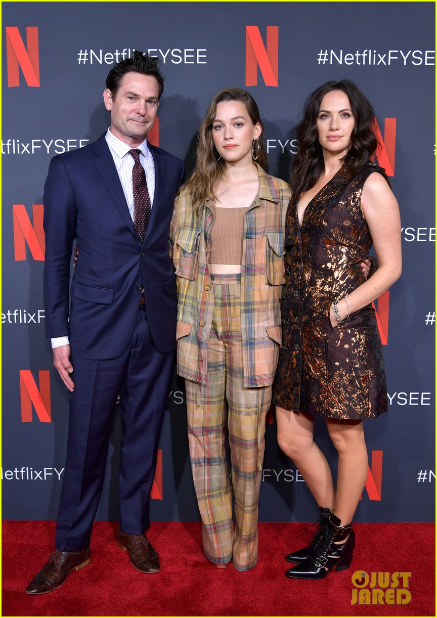 Carla Gugino Elizabeth Reaser Step Out For The Haunting Of Hill House Netflix Event Photo 4296653 Carla Gugino Elizabeth Reaser Henry Thomas Kate Siegel Oliver Jackson Cohen Timothy Hutton Victoria Pedretti
