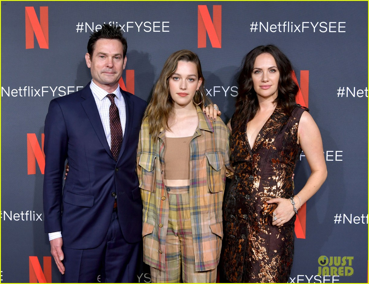 Carla Gugino Elizabeth Reaser Step Out For The Haunting Of Hill House Netflix Event Photo 4296670 Carla Gugino Elizabeth Reaser Henry Thomas Kate Siegel Oliver Jackson Cohen Timothy Hutton Victoria Pedretti