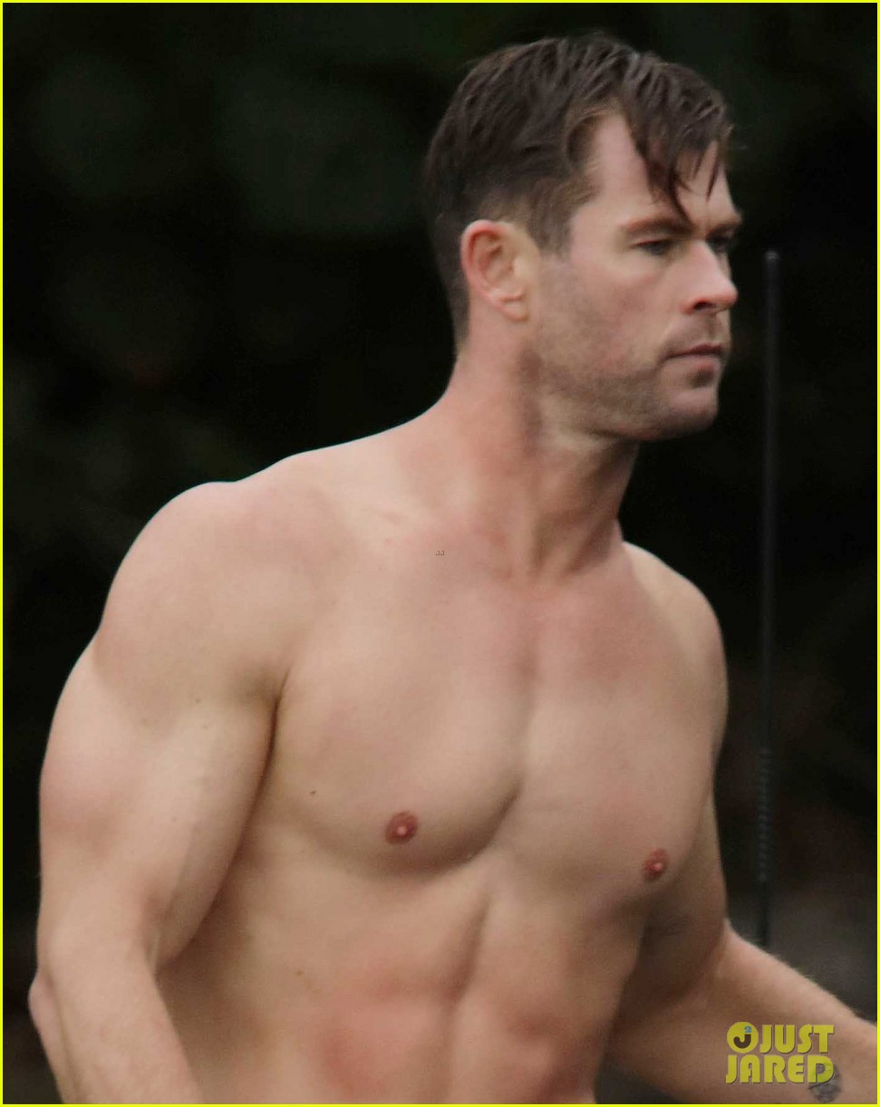 chris hemsworth shirtless after surfing 01