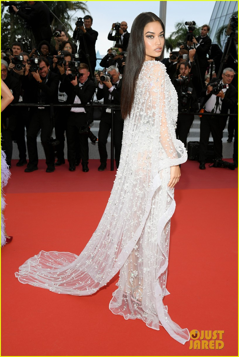 elsa hosk shanina shaik final cannes carpet 05