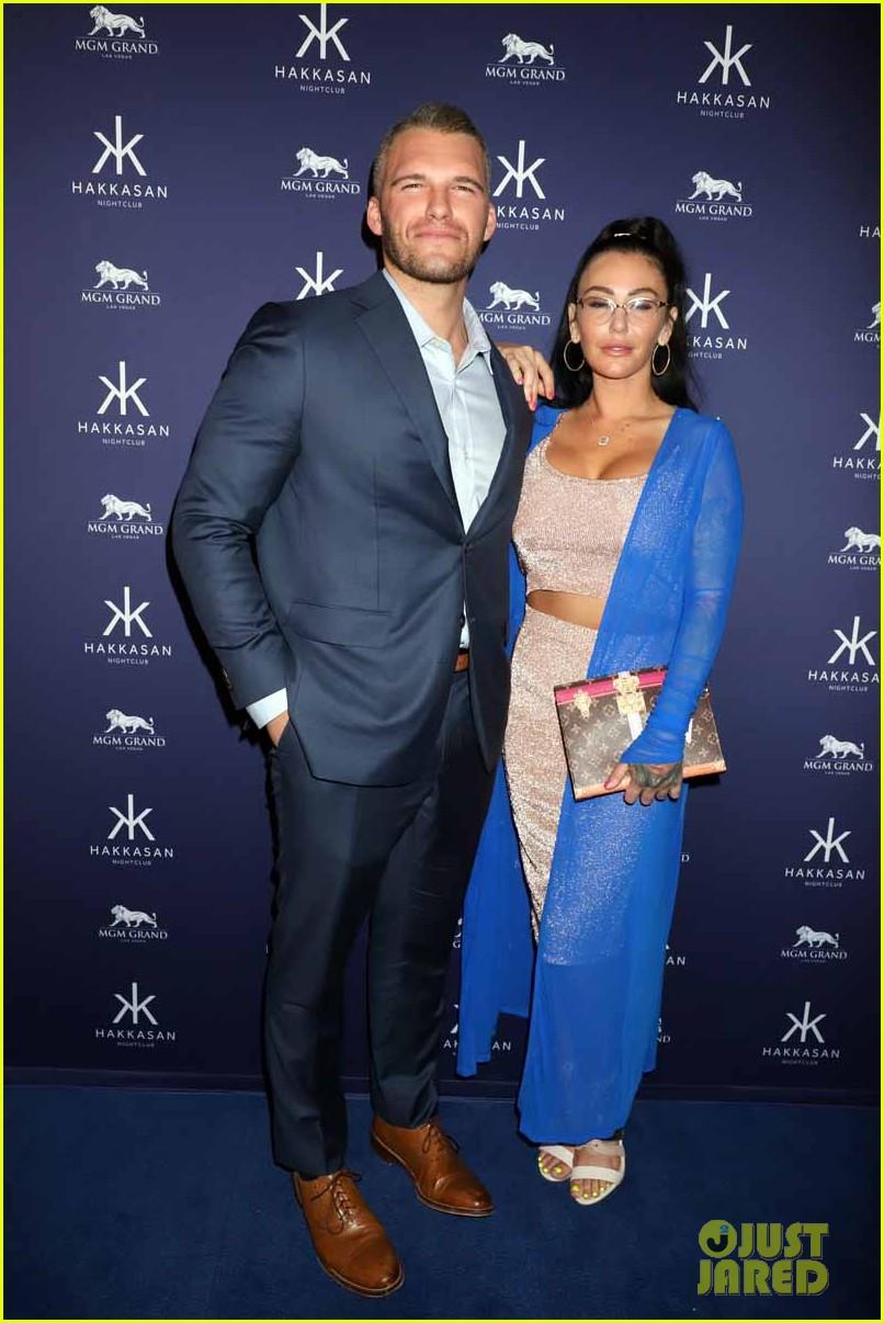 jenni farley boyfriend zack carpinello make red carpet debut as a couple 01