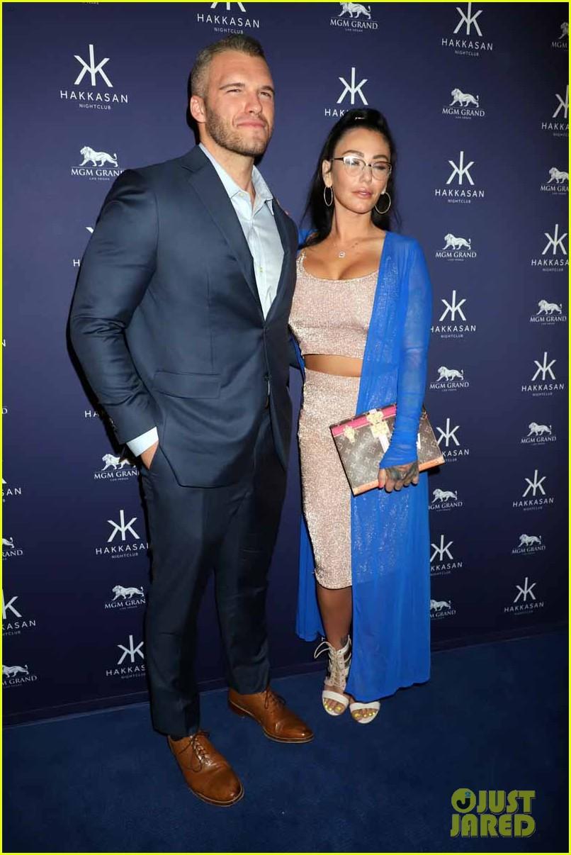 jenni farley boyfriend zack carpinello make red carpet debut as a couple 13