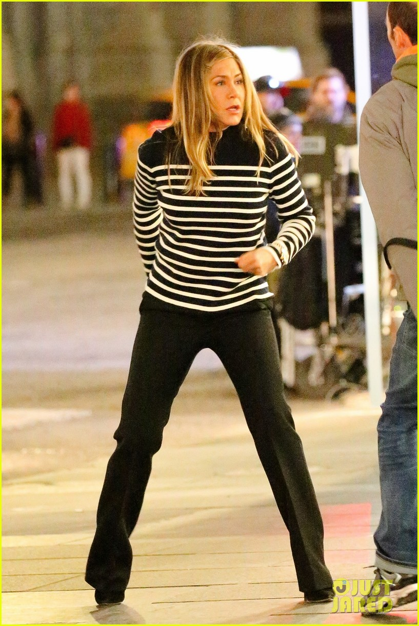 Jennifer Aniston & Reese Witherspoon Film a Dramatic Scene