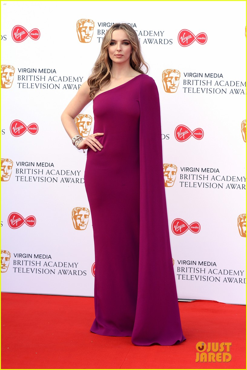 jodie comer benedict cumberbatch win big at baftas 2019 01