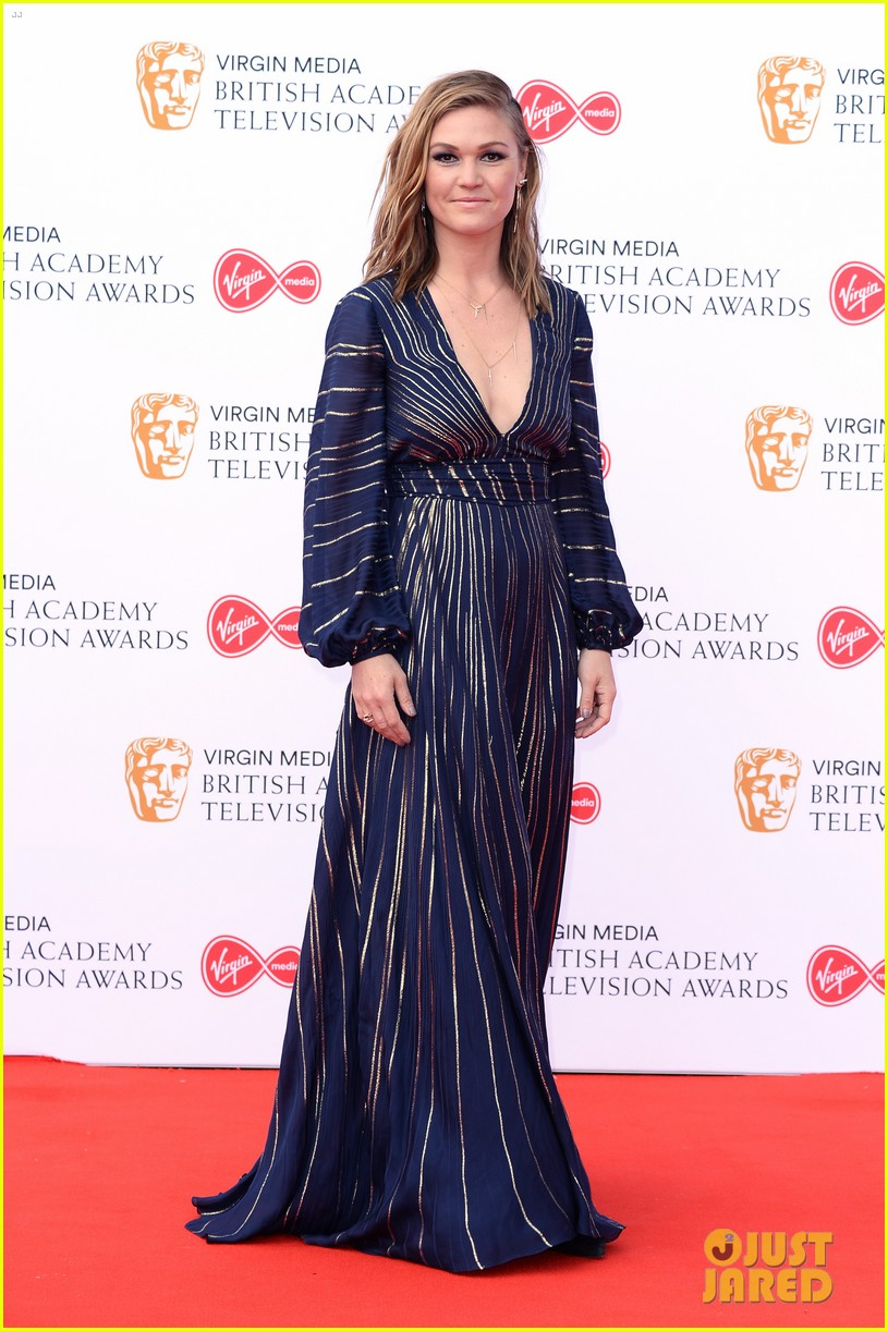jodie comer benedict cumberbatch win big at baftas 2019 05