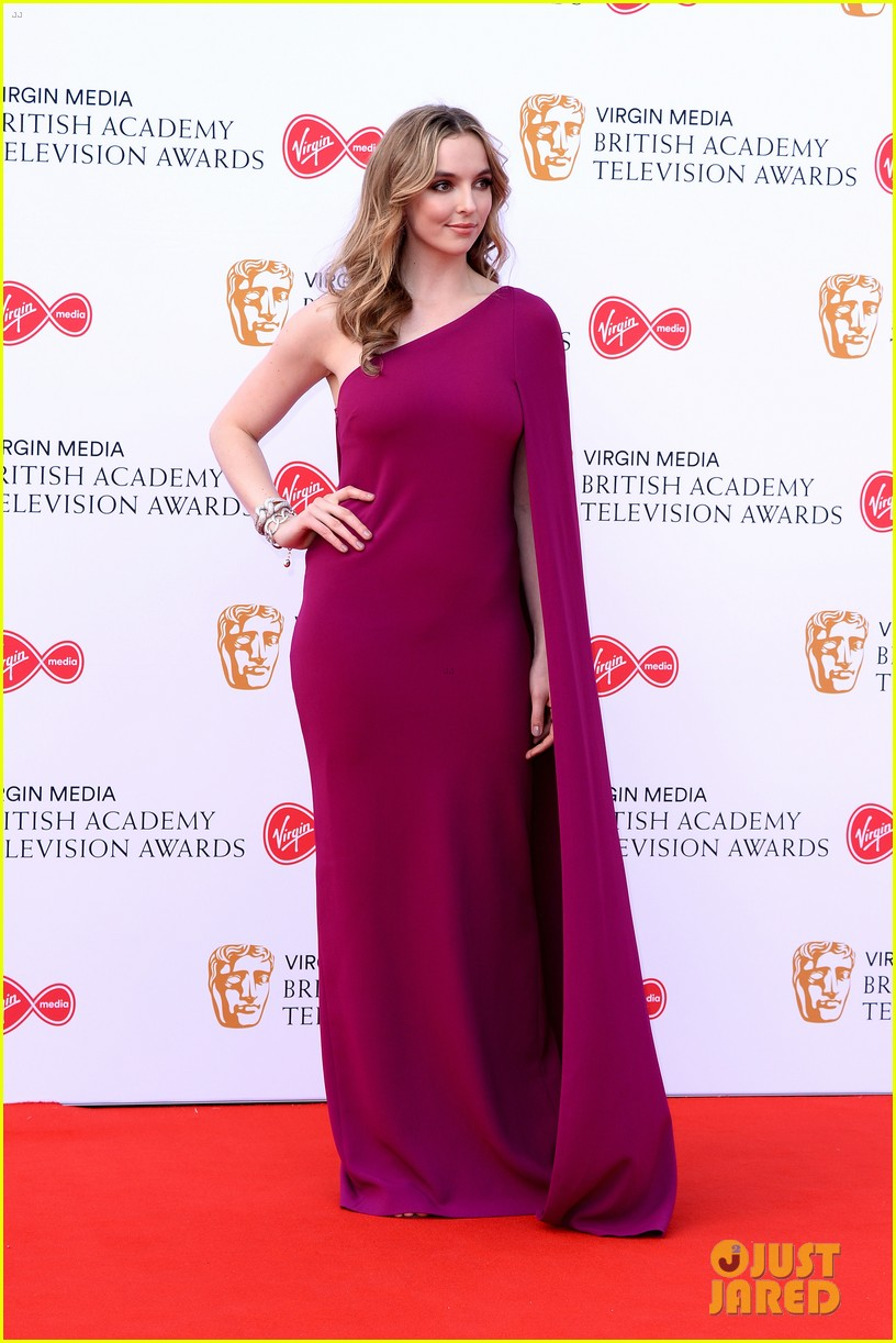 jodie comer benedict cumberbatch win big at baftas 2019 10