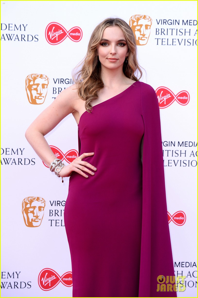 jodie comer benedict cumberbatch win big at baftas 2019 12