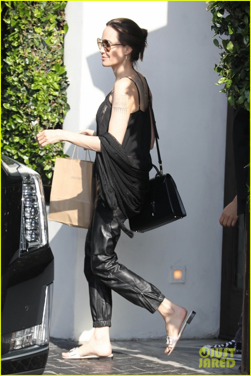 angelina jolie lunch at cecconis 03