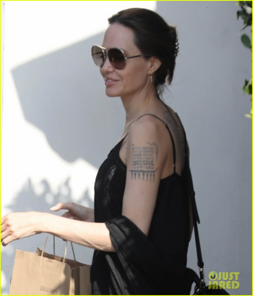 angelina jolie lunch at cecconis 04
