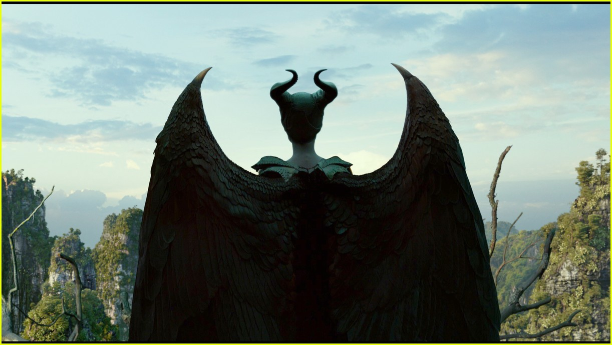 angelina jolie maleficent mistress of evil trailer 014290483